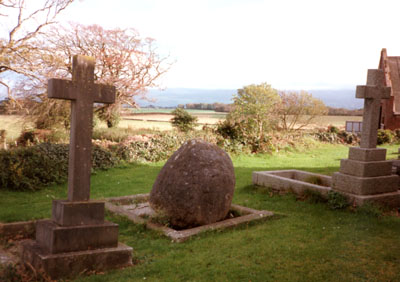 Glacial erratic boulder marking the grave of Sir Andrew Ramsey. Photo: © D. Perkins.